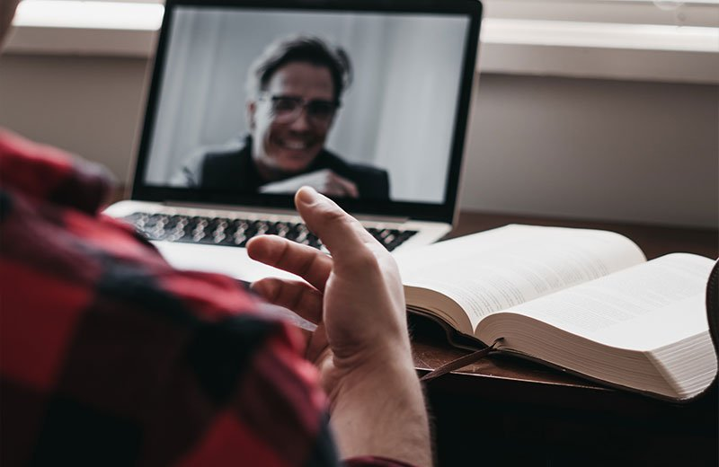 Passer un entretien en 2021, ou l'art de passer ses entretiens à distance. Comment réussir son entretien en visio ?